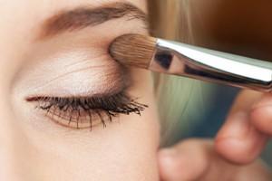 Нанесение макияжа на глаза Как правильно делать макияж в домашних условиях