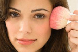 Освежение тона лица румянами Как правильно делать макияж в домашних условиях